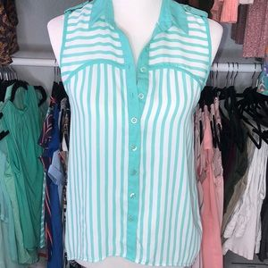 Tops - XS sleeveless, teal and white button down top🌟